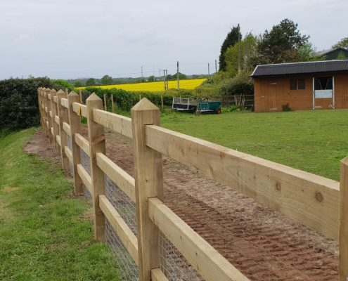 Stockdale Fencing | Newt Fencing | Wooden Fence and Wire